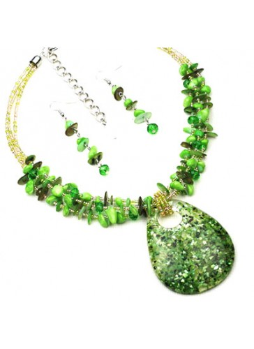N3203G Fused Color Resin Pendant Beaded Necklace